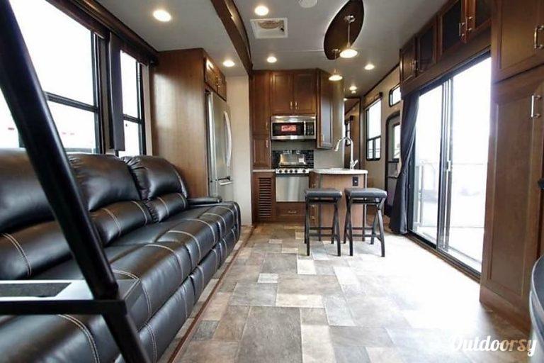 2016 Keystone fuzion Chicago RV Rental Interior